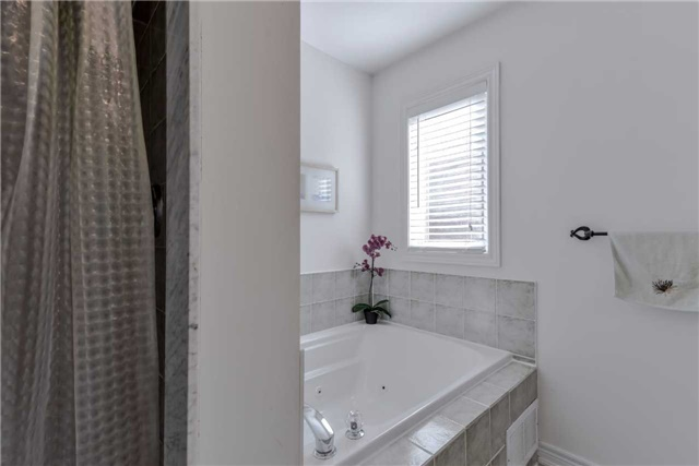 Semi-detached at 7216 Gagliano Dr, Mississauga, Ontario. Image 3