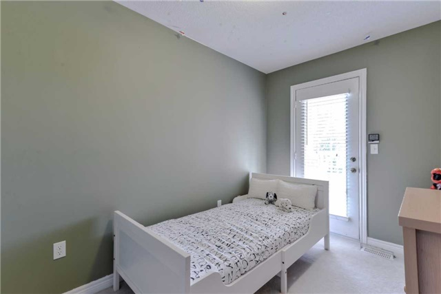 Semi-detached at 7216 Gagliano Dr, Mississauga, Ontario. Image 4