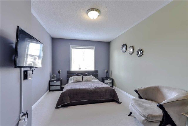 Semi-detached at 7216 Gagliano Dr, Mississauga, Ontario. Image 5