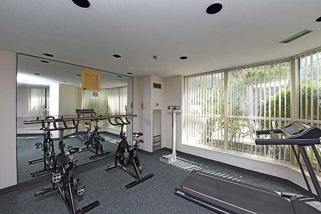 Condo Apartment at 2091 Hurontario St, Unit 910, Mississauga, Ontario. Image 15