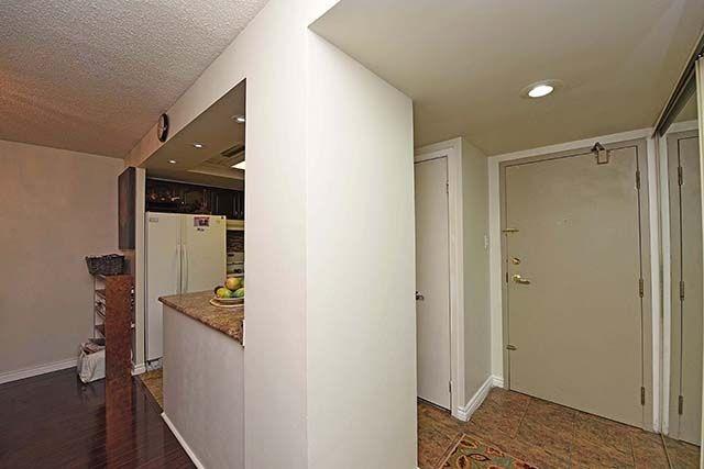 Condo Apartment at 2091 Hurontario St, Unit 910, Mississauga, Ontario. Image 18