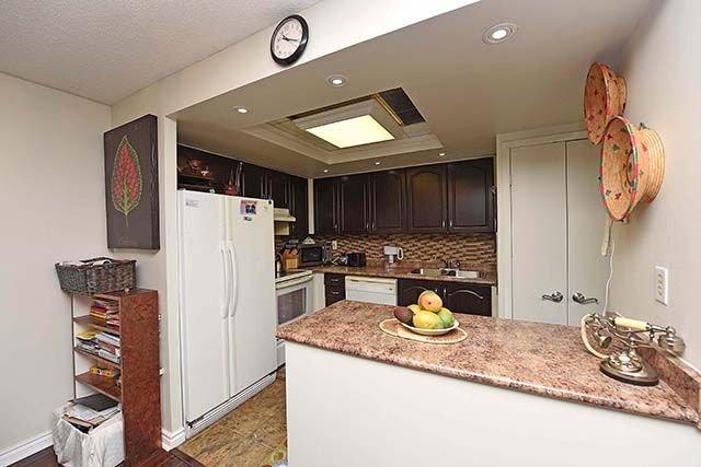 Condo Apartment at 2091 Hurontario St, Unit 910, Mississauga, Ontario. Image 19