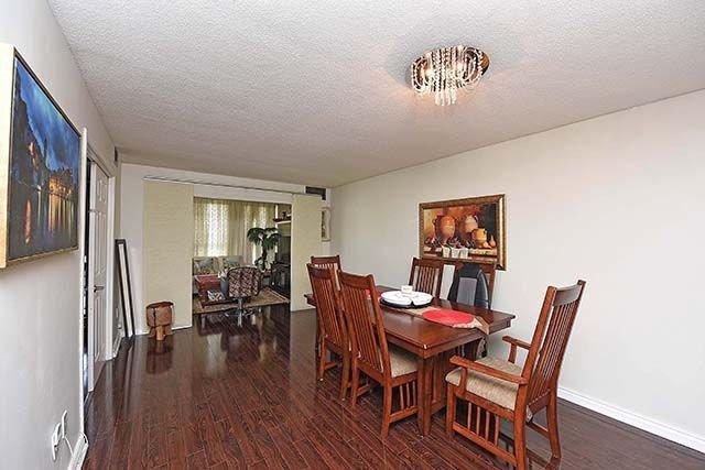 Condo Apartment at 2091 Hurontario St, Unit 910, Mississauga, Ontario. Image 3