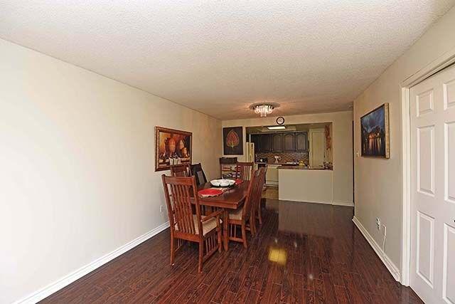 Condo Apartment at 2091 Hurontario St, Unit 910, Mississauga, Ontario. Image 4