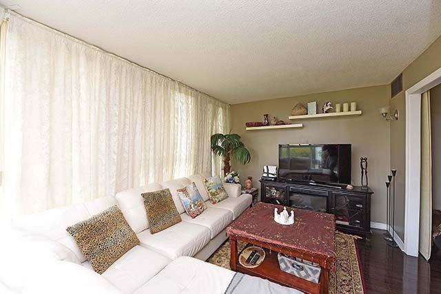 Condo Apartment at 2091 Hurontario St, Unit 910, Mississauga, Ontario. Image 7