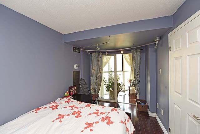 Condo Apartment at 2091 Hurontario St, Unit 910, Mississauga, Ontario. Image 10