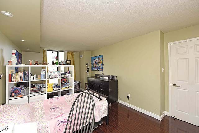 Condo Apartment at 2091 Hurontario St, Unit 910, Mississauga, Ontario. Image 13