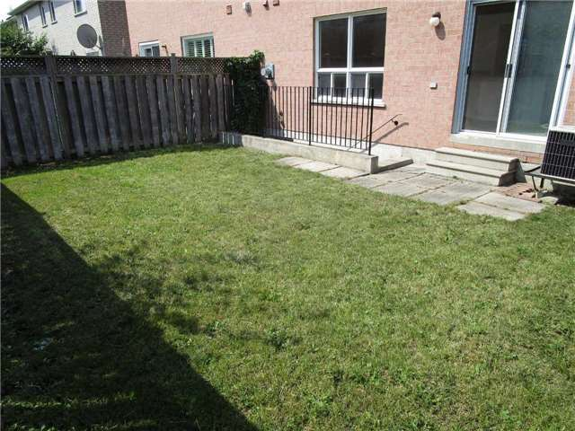 Semi-detached at 5622 Margarita Cres, Mississauga, Ontario. Image 16
