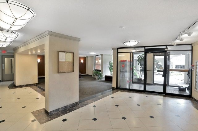 Condo Apartment at 20 Mississauga Valley Blvd, Unit 1309, Mississauga, Ontario. Image 12
