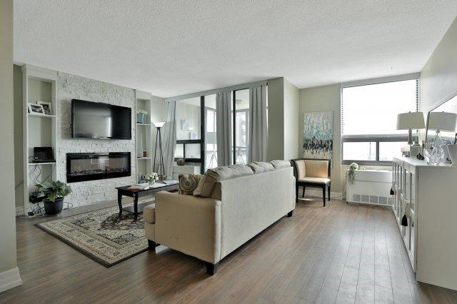 Condo Apartment at 20 Mississauga Valley Blvd, Unit 1309, Mississauga, Ontario. Image 14