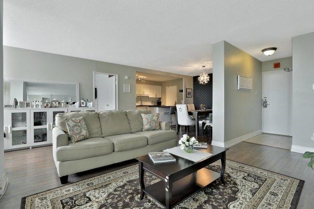 Condo Apartment at 20 Mississauga Valley Blvd, Unit 1309, Mississauga, Ontario. Image 16