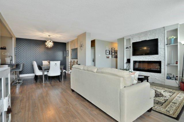 Condo Apartment at 20 Mississauga Valley Blvd, Unit 1309, Mississauga, Ontario. Image 17