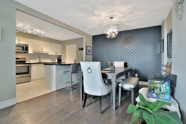 Condo Apartment at 20 Mississauga Valley Blvd, Unit 1309, Mississauga, Ontario. Image 19