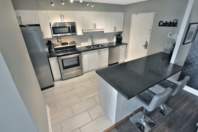Condo Apartment at 20 Mississauga Valley Blvd, Unit 1309, Mississauga, Ontario. Image 20