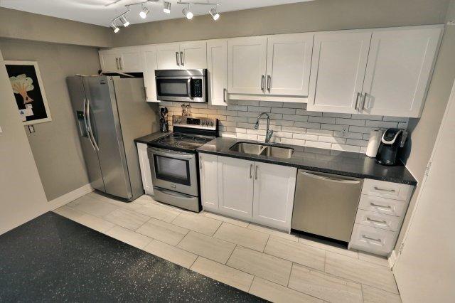 Condo Apartment at 20 Mississauga Valley Blvd, Unit 1309, Mississauga, Ontario. Image 2
