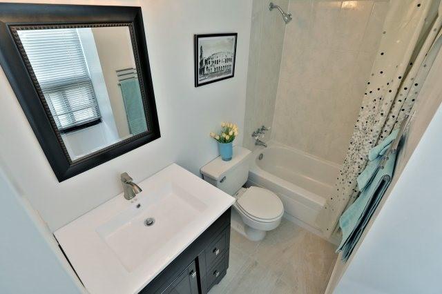 Condo Apartment at 20 Mississauga Valley Blvd, Unit 1309, Mississauga, Ontario. Image 4
