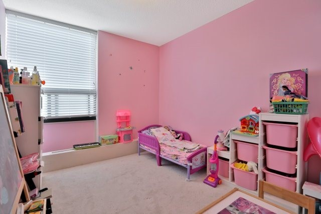 Condo Apartment at 20 Mississauga Valley Blvd, Unit 1309, Mississauga, Ontario. Image 6