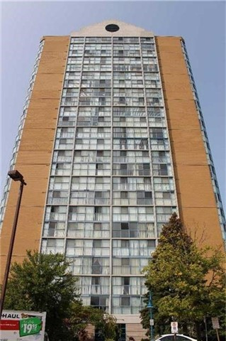 Condo Apartment at 25 Trailwood Dr, Unit 502, Mississauga, Ontario. Image 1