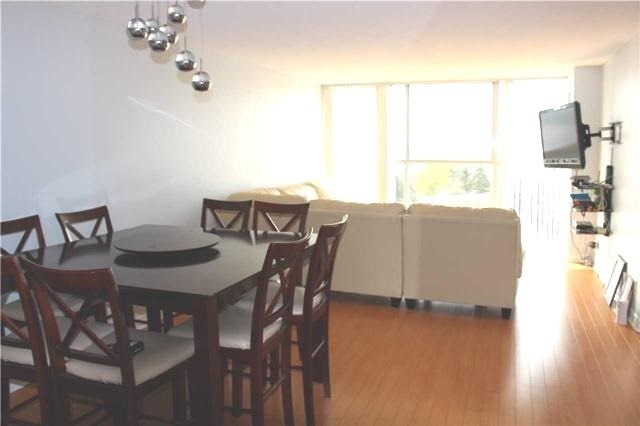Condo Apartment at 25 Trailwood Dr, Unit 502, Mississauga, Ontario. Image 4