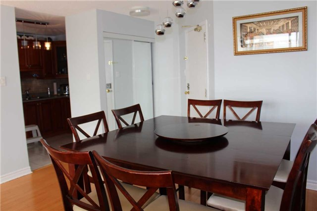 Condo Apartment at 25 Trailwood Dr, Unit 502, Mississauga, Ontario. Image 5