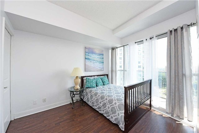 Condo Apartment at 60 Absolute Ave, Unit 1501, Mississauga, Ontario. Image 4