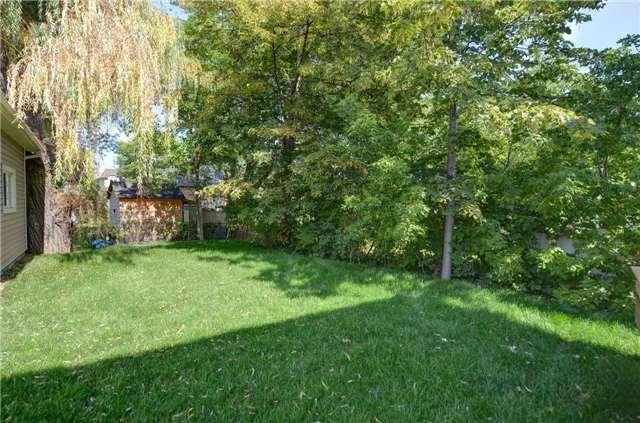 Detached at 18 Walsh Ave, Toronto, Ontario. Image 13