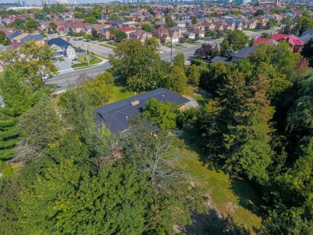 Detached at 5264 Creditview Rd, Mississauga, Ontario. Image 2