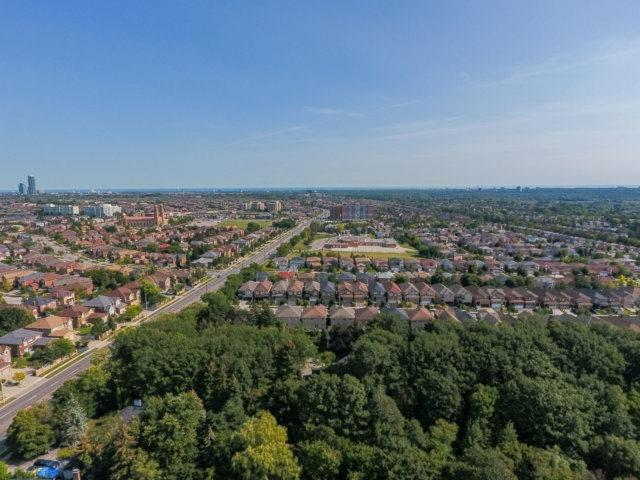 Detached at 5264 Creditview Rd, Mississauga, Ontario. Image 9
