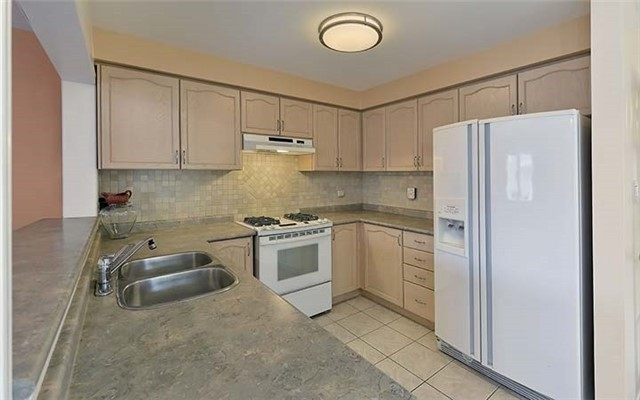 Semi-detached at 74 Passfield Tr, Brampton, Ontario. Image 14