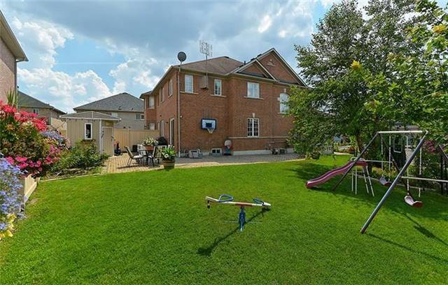 Semi-detached at 74 Passfield Tr, Brampton, Ontario. Image 11