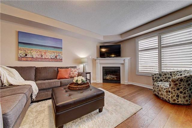 Townhouse at 3093 Highvalley Rd, Oakville, Ontario. Image 17