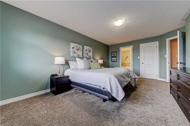 Townhouse at 3093 Highvalley Rd, Oakville, Ontario. Image 4