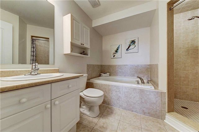 Townhouse at 3093 Highvalley Rd, Oakville, Ontario. Image 5