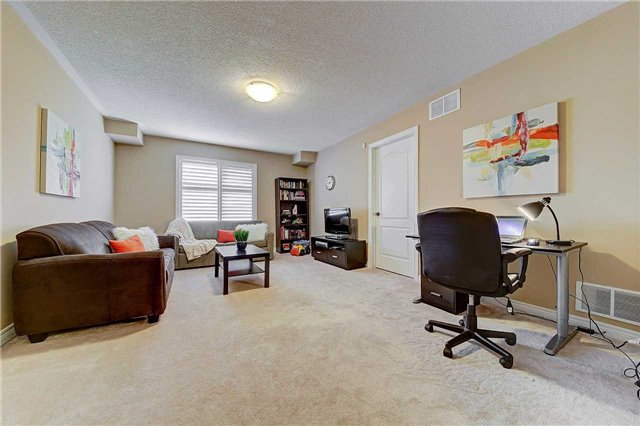 Townhouse at 3093 Highvalley Rd, Oakville, Ontario. Image 9