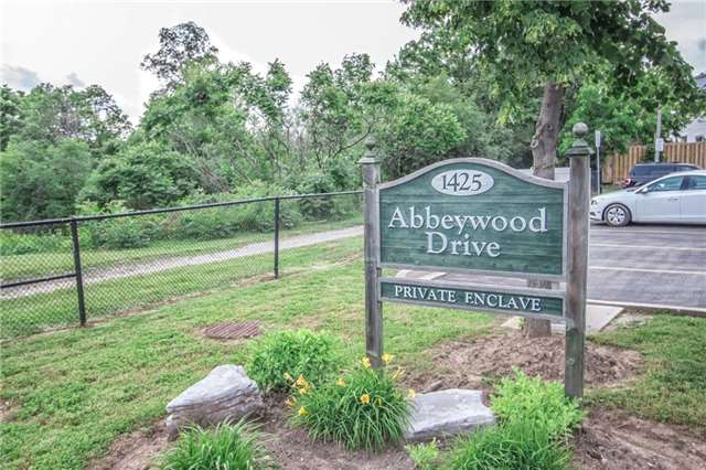 Condo Townhouse at 1425 Abbeywood Dr, Unit 14, Oakville, Ontario. Image 3