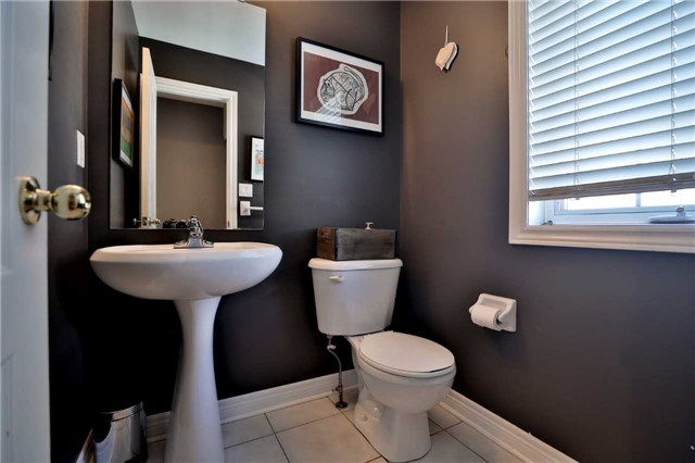 Townhouse at 1494 Gulledge Tr, Oakville, Ontario. Image 3