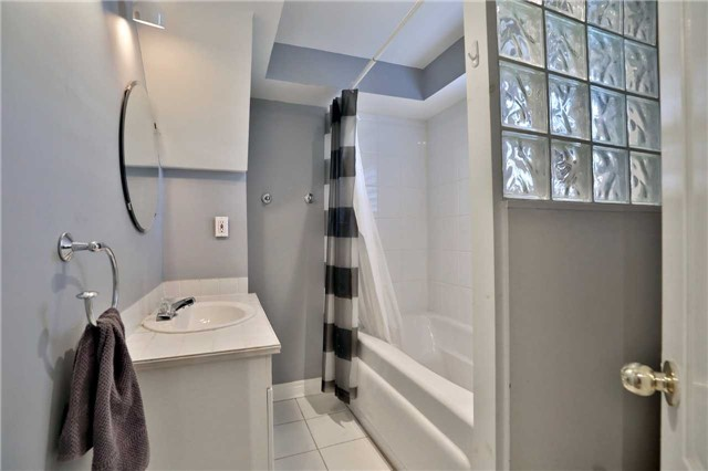Townhouse at 1494 Gulledge Tr, Oakville, Ontario. Image 7