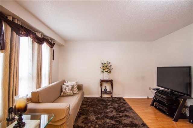 Townhouse at 3457 Fenwick Cres, Mississauga, Ontario. Image 13