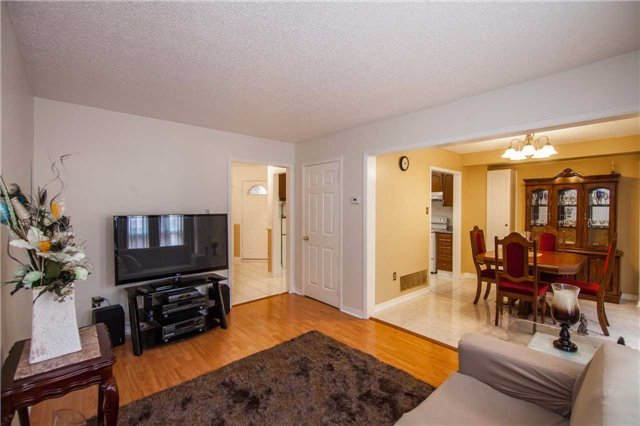 Townhouse at 3457 Fenwick Cres, Mississauga, Ontario. Image 15