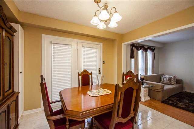 Townhouse at 3457 Fenwick Cres, Mississauga, Ontario. Image 16