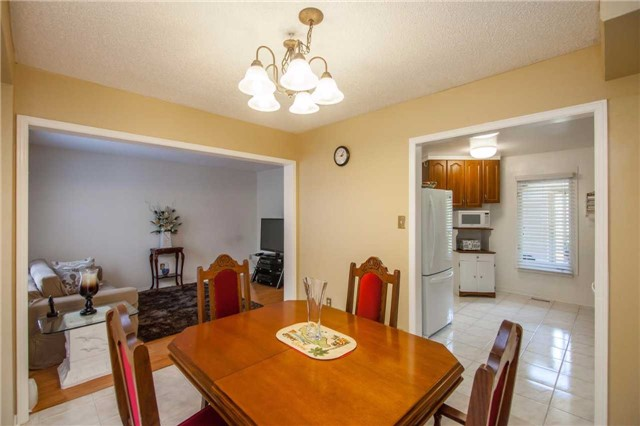 Townhouse at 3457 Fenwick Cres, Mississauga, Ontario. Image 17