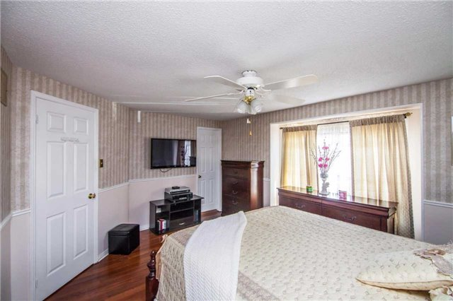 Townhouse at 3457 Fenwick Cres, Mississauga, Ontario. Image 3
