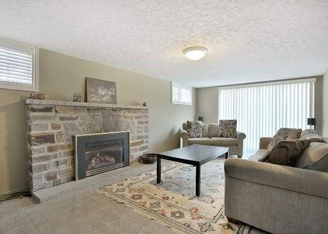 Detached at 1431 Stavebank Rd, Mississauga, Ontario. Image 5