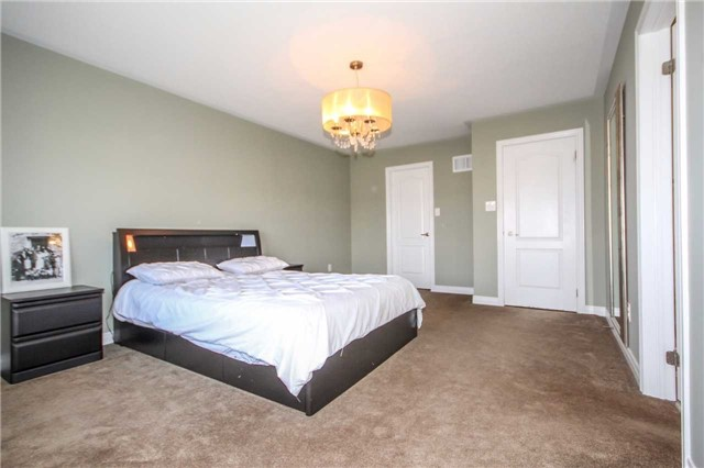 Detached at 2131 Fiddlers Way, Oakville, Ontario. Image 2