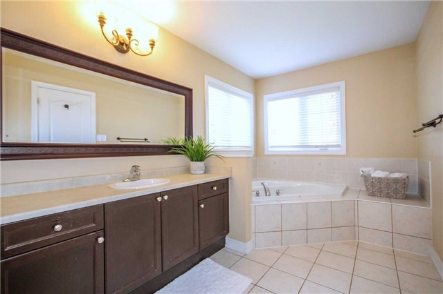 Detached at 2131 Fiddlers Way, Oakville, Ontario. Image 3