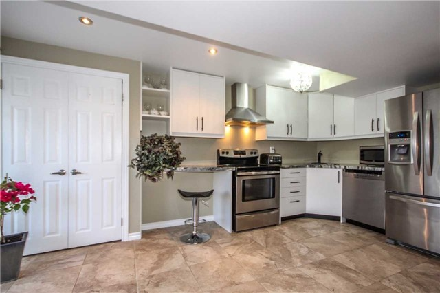 Detached at 2131 Fiddlers Way, Oakville, Ontario. Image 5