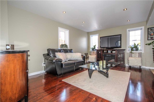 Detached at 2131 Fiddlers Way, Oakville, Ontario. Image 6