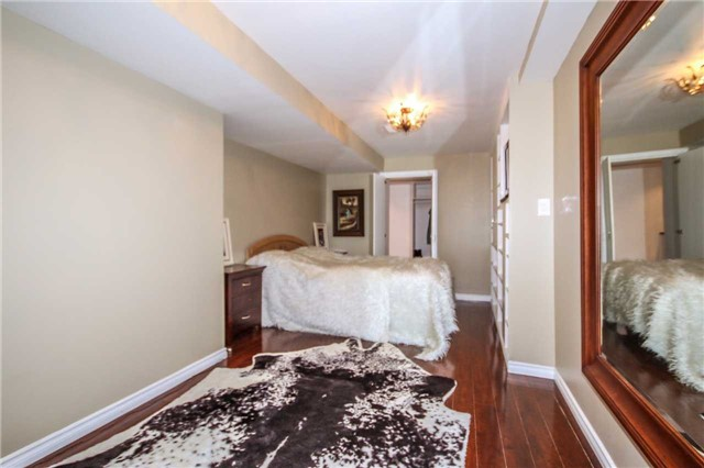 Detached at 2131 Fiddlers Way, Oakville, Ontario. Image 8