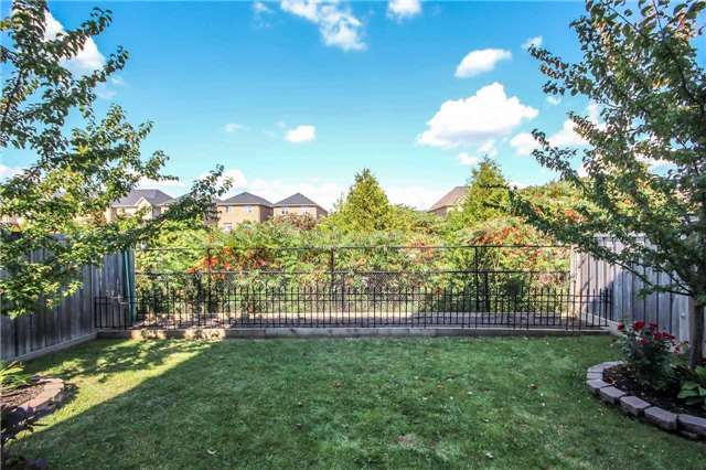 Detached at 2131 Fiddlers Way, Oakville, Ontario. Image 10