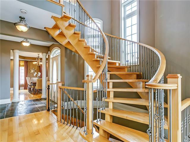 Detached at 66 Great Lakes Blvd, Oakville, Ontario. Image 12